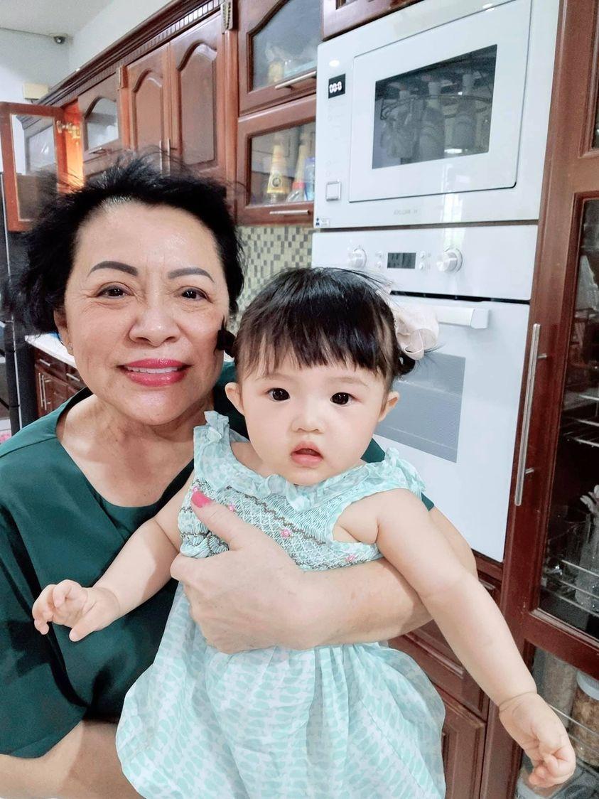 Sao Việt 24h: Tránh dịch tại nhà, Chi Pu và Hoa hậu Kỳ Duyên khoe mặt mộc đẹp xuất sắc - Ảnh 11