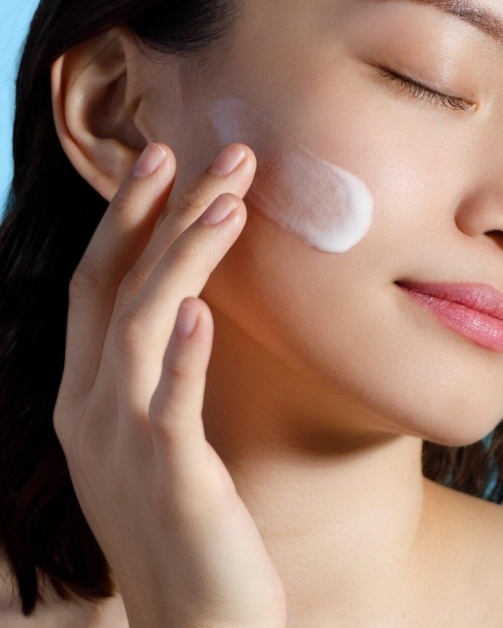 Tranh thủ thời gian nghỉ dịch, chị em hãy dưỡng da theo 5 bước này để giúp da trắng sáng bật tông, không còn khuyết điểm - Ảnh 6