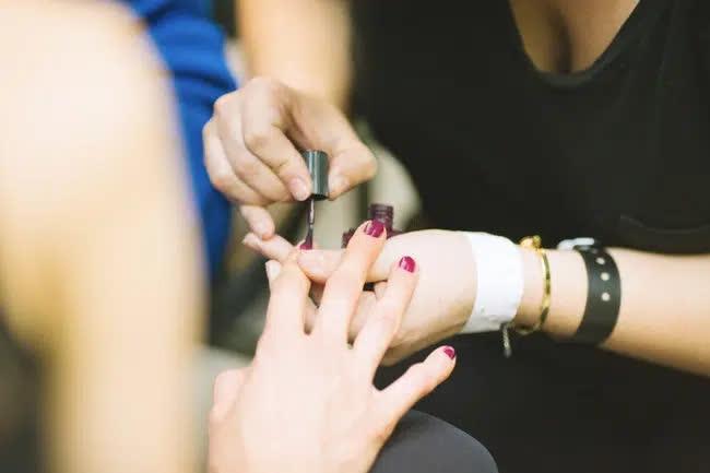 Thợ làm móng tiết lộ 7 điều mà các tiệm không muốn khách hàng biết, chị em có nhu cầu làm đẹp ăn tết cần cẩn trọng nếu không muốn mắc ung  - Ảnh 4