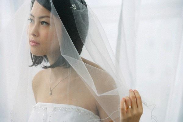 Đang tân hôn thì chồng tôi nhận được tin nhắn từ số máy lạ, đọc tin xong anh đẩy vợ ra rồi giận dữ bỏ đi, còn tôi biết hôn nhân đã không thể cứu vãn được nữa - Ảnh 1