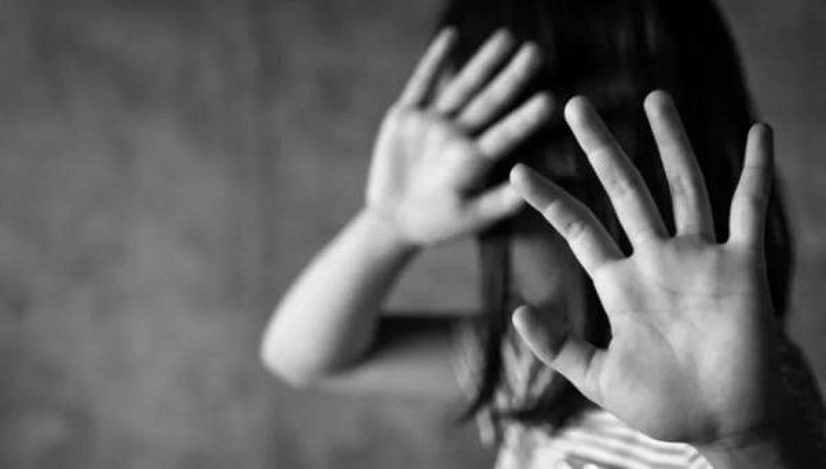 'Con trai riêng của anh xâm hại con gái chung của chúng tôi': Câu chuyện khiến MXH Việt sốc - Ảnh 1