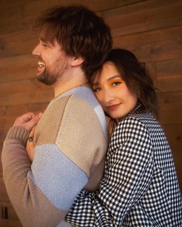 Anna Trương - con gái Mỹ Linh cuối cùng đã tung ảnh cưới với chồng Tây, profile và diện mạo vị hôn phu gây chú ý - Ảnh 3