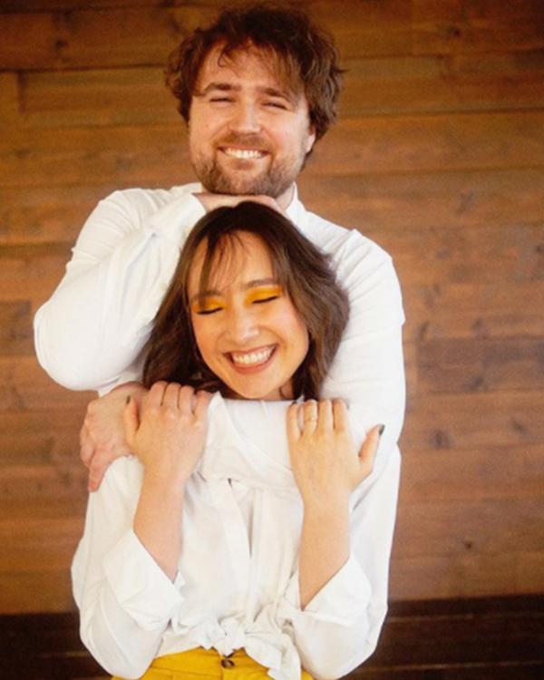 Anna Trương - con gái Mỹ Linh cuối cùng đã tung ảnh cưới với chồng Tây, profile và diện mạo vị hôn phu gây chú ý - Ảnh 5