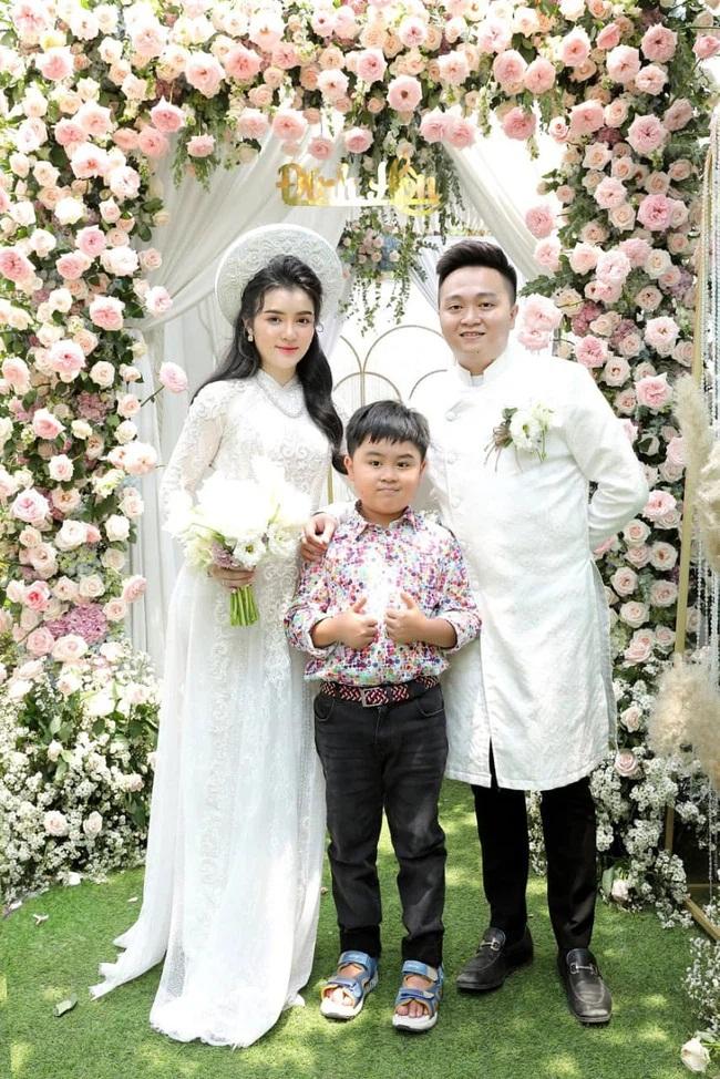 Dân mạng 'đào' lại ảnh con dâu bà Phương Hằng cách đây vài năm, phát hiện trước khi cưới chồng hào môn đã làm thêm công việc này, được dành lời khen vì sự chịu khó - Ảnh 1