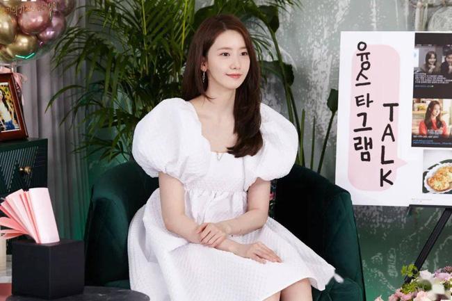 Diện váy trắng là trẻ xinh nhất, nhưng nhìn bộ váy mà Yoona diện thì nên suy nghĩ lại - Ảnh 2