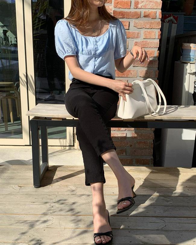 Gái Hàn chuyên diện quần đen đơn giản nhưng luôn đạt điểm 10 sành điệu nhờ loạt cách mix 'cao tay' - Ảnh 4