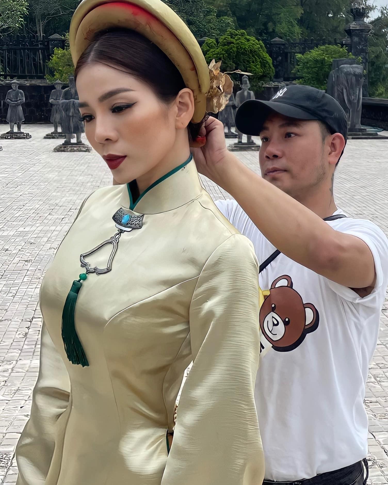 Rò rỉ ảnh Lệ Quyên và Lâm Bảo Châu chụp ảnh áo dài cưới, cặp đôi chuẩn bị kết hôn? - Ảnh 2