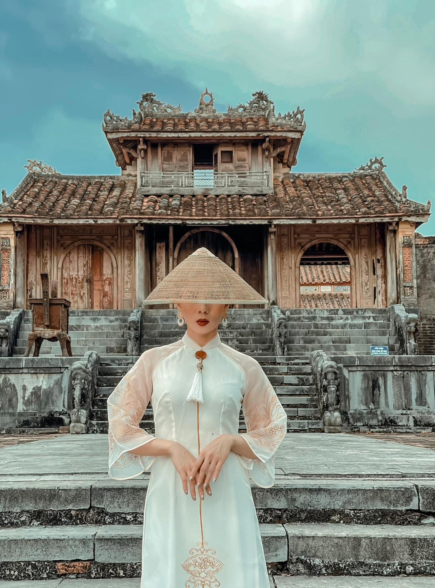 Rò rỉ ảnh Lệ Quyên và Lâm Bảo Châu chụp ảnh áo dài cưới, cặp đôi chuẩn bị kết hôn? - Ảnh 4