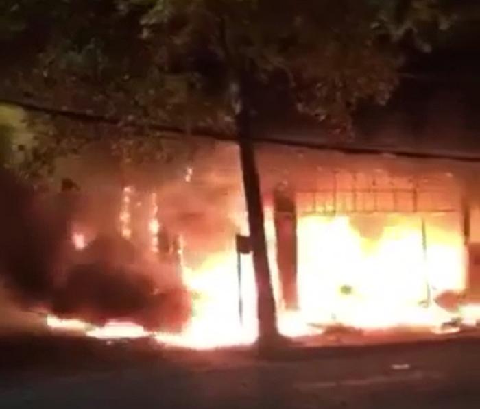 Nghệ An: Cháy dữ dội sau tiếng nổ lớn, 6 người gồm 2 trẻ em thiệt mạng ở tầng 2 của một tòa nhà