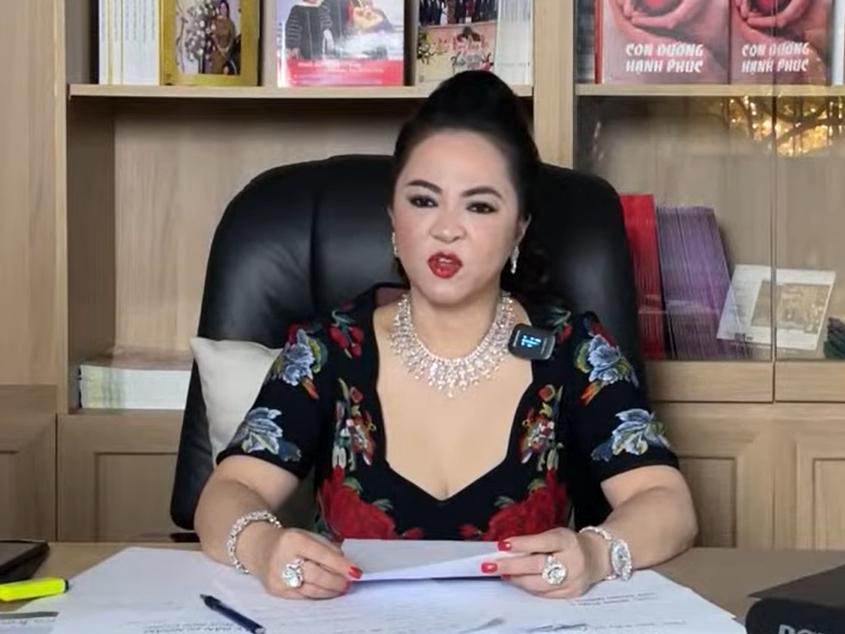 Không chỉ dằn mặt nghệ sĩ, bà Phương Hằng từng chỉ trích chính con ruột 'biến chất': 'Mong tất cả mọi người tránh xa nó ra'