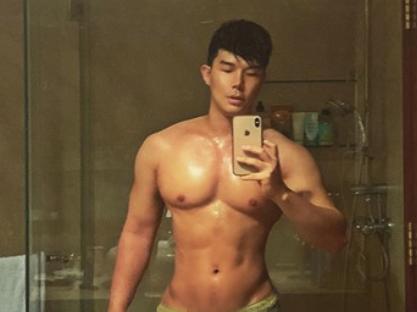 Nathan Lee xuất hiện 'khác thường' với cơ bắp cuồn cuộn, netizen tranh cãi vì 'lộ' điểm nhạy cảm