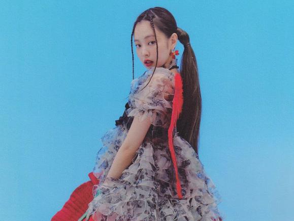 Cả showbiz Hàn chắc có mỗi nhan sắc của Jennie (BLACKPINK) mới cân được bộ đồ bèo nhún tưởng như thảm hoạ này
