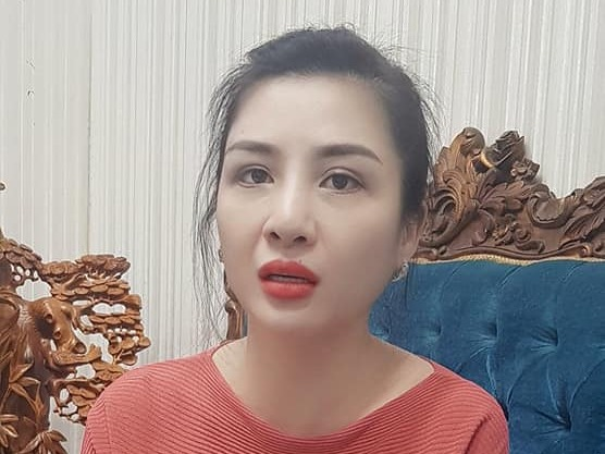 Vợ đầu Vân Quang Long xuất hiện cầu cứu khi bị đe dọa đốt phá, vu khống các con không phải huyết thống của cố nghệ sĩ