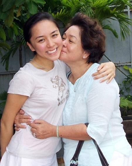 Á hậu Thiên Lý rất thân thiết với mẹ chồng Tư Hường.