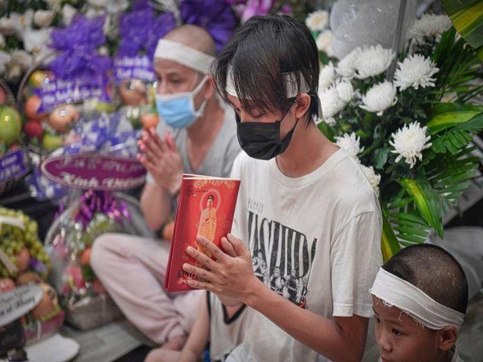 Hốt hoảng Hồ Văn Cường càng ngày càng gầy trơ xương sau khi mẹ nuôi Phi Nhung qua đời - Ảnh 1