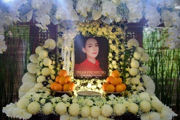 Gia đình cố ca sĩ Phi Nhung từ chối nhận phúng điếu từ khán giả, nhắn nhủ: 'Xin hãy giữ tình yêu thương với chị trong tim' - Ảnh 1