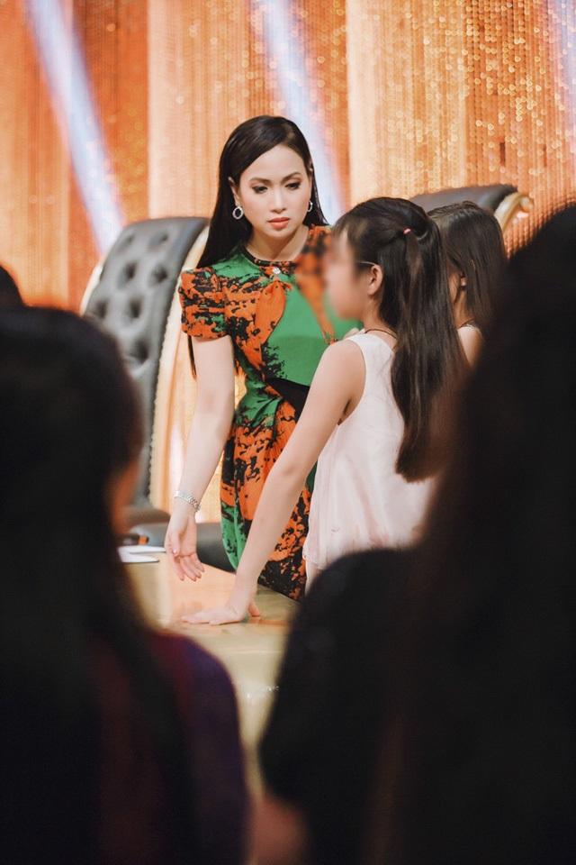 Lộ những hình ảnh hiếm hoi về hai cô con gái 'lá ngọc cành vàng' luôn được Hà Phương giấu kĩ - Ảnh 2
