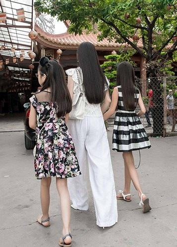 Lộ những hình ảnh hiếm hoi về hai cô con gái 'lá ngọc cành vàng' luôn được Hà Phương giấu kĩ - Ảnh 3