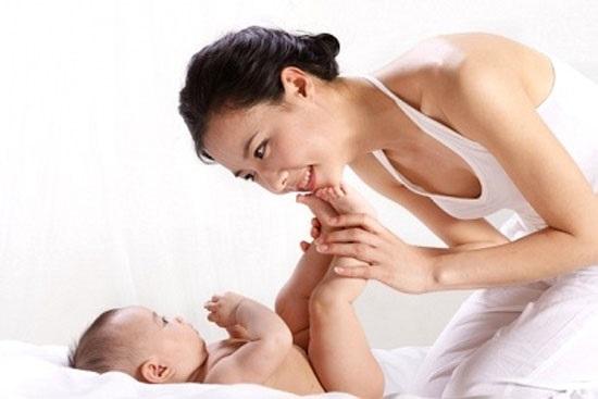 7 lỗi đơn giản mà 9/10 bà mẹ thường mắc phải khi nuôi con - Ảnh 1