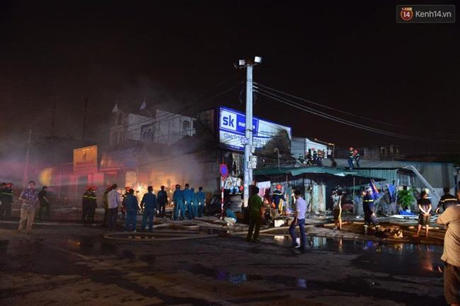 Hà Nội: Cháy lớn trên đường Tam Trinh, huy động hơn 30 chiến sĩ và 10 xe chữa cháy dập lửa - Ảnh 7
