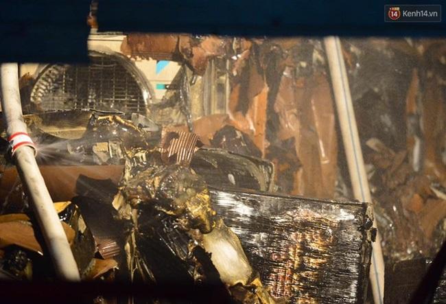 Hà Nội: Cháy lớn trên đường Tam Trinh, huy động hơn 30 chiến sĩ và 10 xe chữa cháy dập lửa - Ảnh 9