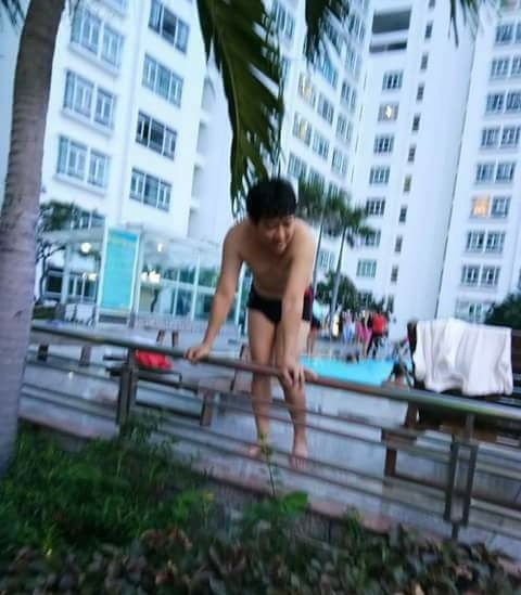 Mặc đồ bơi Trường Giang nhận cái kết 'đắng' khi lộ loạt yếu điểm trên cơ thể - Ảnh 1