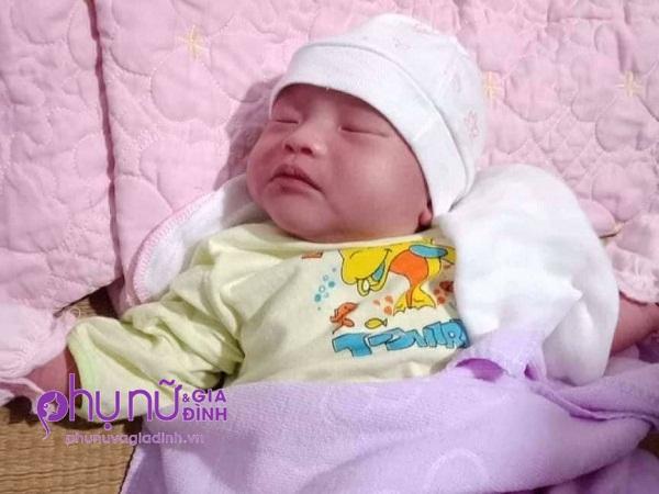 Thương tâm: Mẹ đột quỵ sau sinh, bé gái 14 ngày tuổi ngày đêm gào khóc vì khát sữa