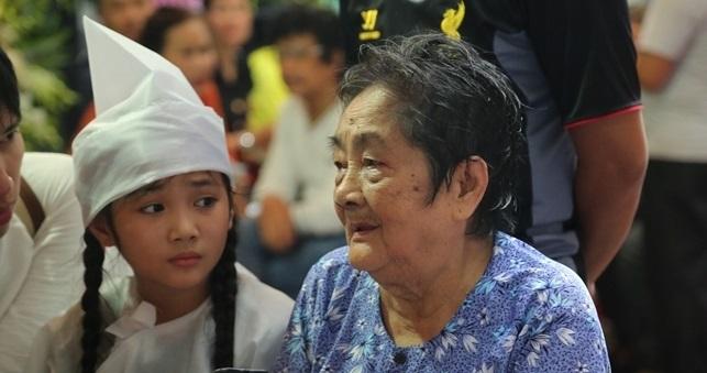 Mẹ nghệ sĩ Khánh Nam: 'Lúc vuốt mặt nó, tôi định rầy vì tội không nghe lời' - Ảnh 2