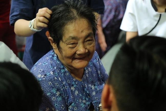 Mẹ nghệ sĩ Khánh Nam: 'Lúc vuốt mặt nó, tôi định rầy vì tội không nghe lời' - Ảnh 4