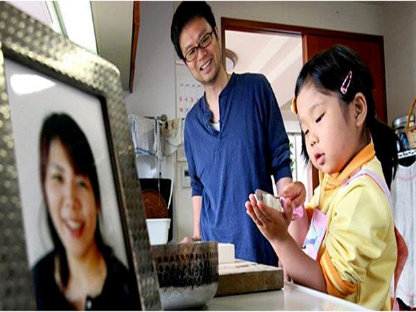 Mẹ ung thư dạy con gái 3 tuổi sống tự lập khi mồ côi