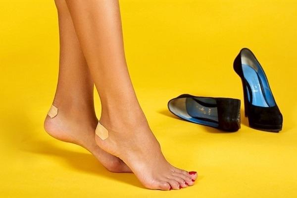 Cách khắc phục giày bị quá chật hoặc quá rộng hiệu quả