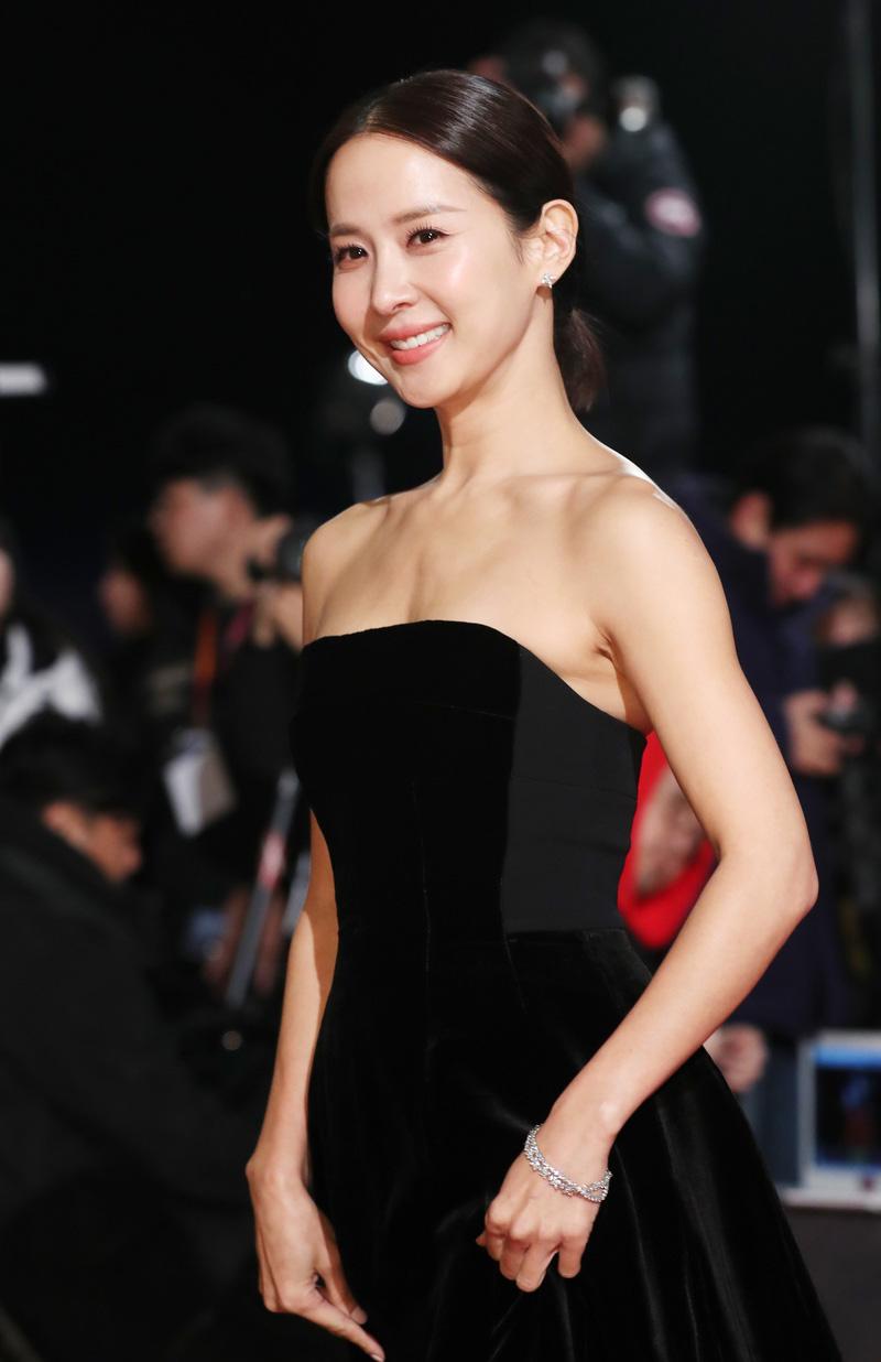 'Nữ hoàng cảnh nóng' Jo Yeo Jeong đẹp bất chấp thời gian, khoe 3 vòng 'bốc lửa' ở tuổi tứ tuần - Ảnh 6