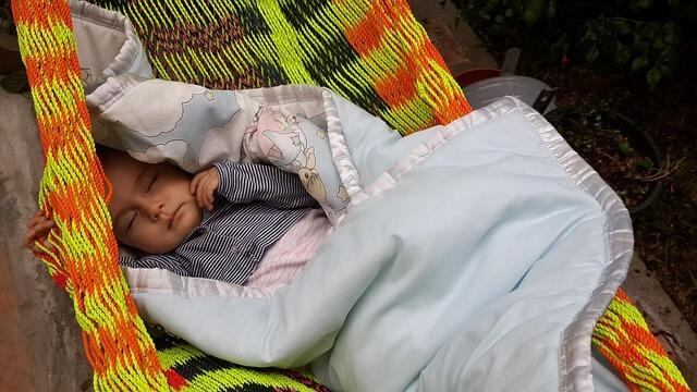 Tác hại khôn lường của việc cho trẻ sơ sinh nằm võng, bố mẹ cần biết sớm để cứu con khỏi 'án tử' - Ảnh 1