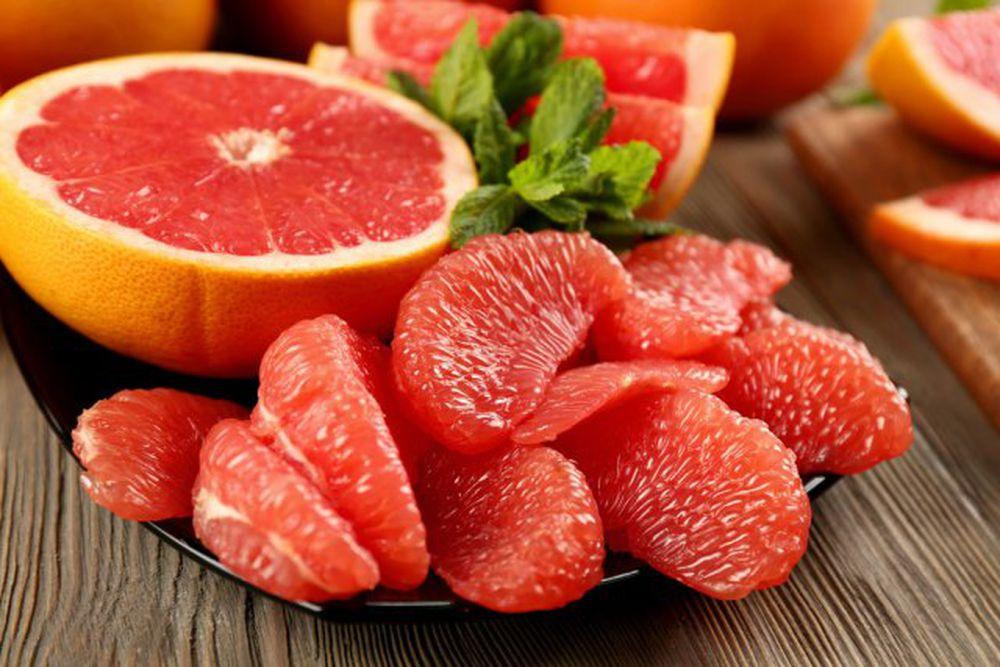 Bưởi được xem là 'thánh quả hạ đường huyết', ngăn ngừa ung thư miệng, nhưng nếu ăn theo cách này sẽ gây nguy hiểm đến tim - Ảnh 1
