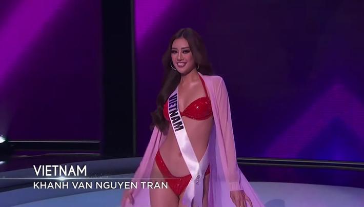 Bán kết Hoa hậu Hoàn vũ 2020: Tự hào trước màn trình diễn bikini thần thái và sexy của Khánh Vân, một thí sinh bị vấp - Ảnh 8