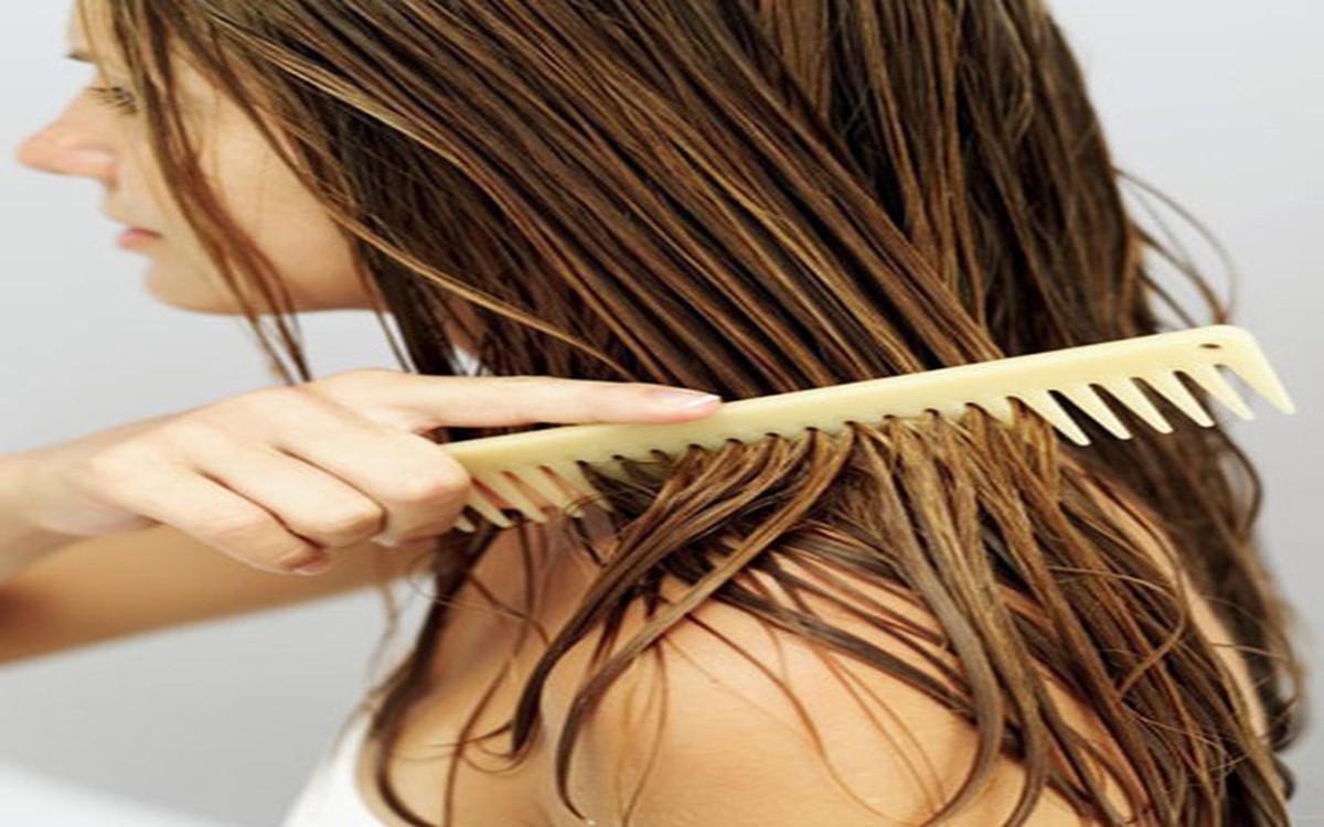 Nếu không muốn bị HÓI thì hãy dừng ngay việc hành hạ mái tóc bằng những thói quen cực xấu này lại ngay - Ảnh 1
