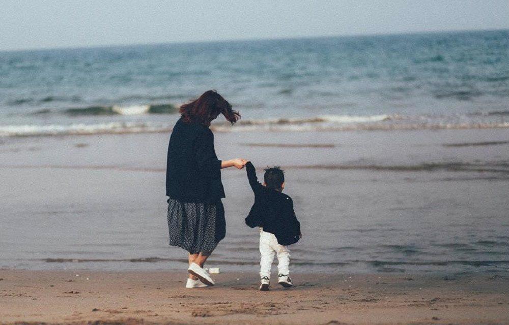 Làm mẹ đơn thân thì nên học bí quyết này để cân bằng cuộc sống và công việc - Ảnh 1
