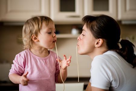 Làm mẹ đơn thân thì nên học bí quyết này để cân bằng cuộc sống và công việc - Ảnh 2