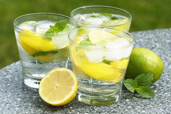 Đây là những lợi ích không ngờ từ việc uống một ly nước chanh mỗi ngày, nhất là trước khi đi ngủ - Ảnh 2