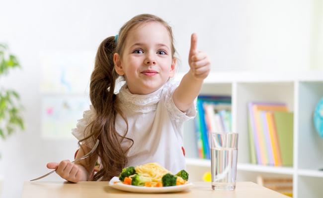 Mẹ áp dụng 3 bí quyết đơn giản này để con khỏe mạnh, cao lớn vượt trội - Ảnh 2