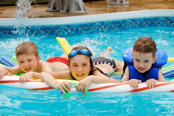 5 lý do mà phụ huynh nào cũng nên cho trẻ học bơi, vừa giúp con rèn luyện sức khỏe lại có thể tăng thêm chiều cao - Ảnh 1