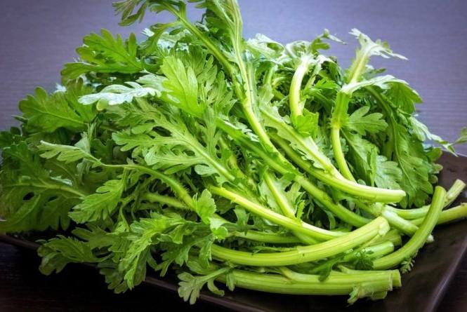 Đây là loại rau nấu canh ngon nhưng hạn chế hoặc không nên nêm muối nếu không muốn hấp thụ nhiều natri, hại tim mạch - Ảnh 1