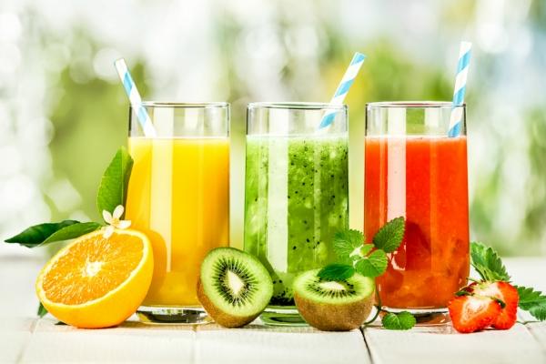Nước ép trái cây rất tốt, nhưng uống thế này thì rất tiếc, chẳng những không bổ dưỡng mà còn hại cho sức khỏe con - Ảnh 1