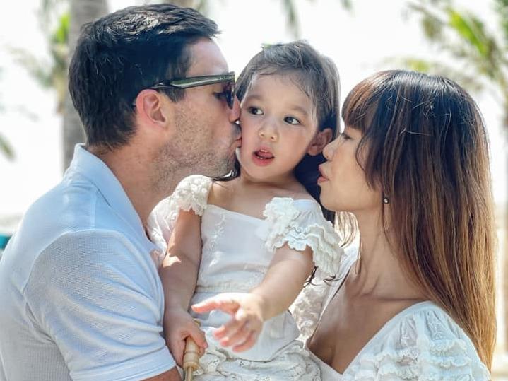'Bà mẹ một con' Hà Anh bất ngờ than vãn: 'Nghĩ đến đứa thứ hai là oải toàn tập', vội khuyên các mẹ đừng chỉ đẻ 'lấy được'