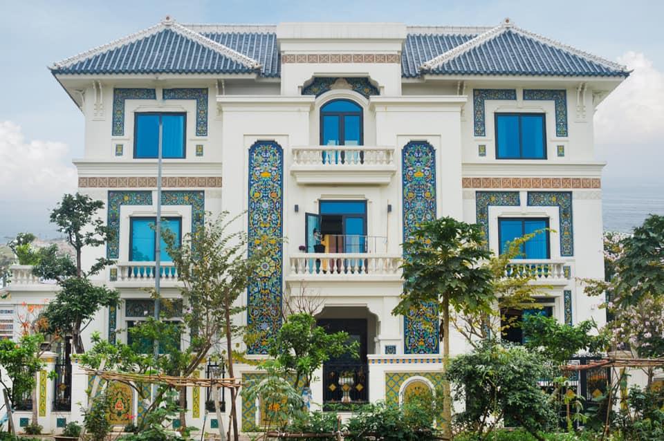 Nghiện đồ gốm 'không lối thoát', mẹ Hà Nội xây nhà 'phủ' sứ chuẩn phong cách Địa Trung Hải đẹp hút hồn