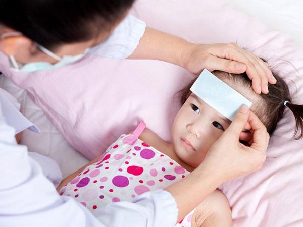 5 cách hạ sốt cho trẻ tại nhà an toàn tuyệt đối, hiệu quả bất ngờ mẹ nào cũng nên biết để áp dụng