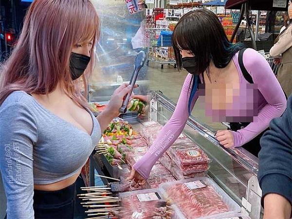 Hot girl gây SỐC khi đi siêu thị mùa hè nhưng diện trang phục TÁO BẠO, khoe body CỰC NÓNG khiến nhiều người ái ngại
