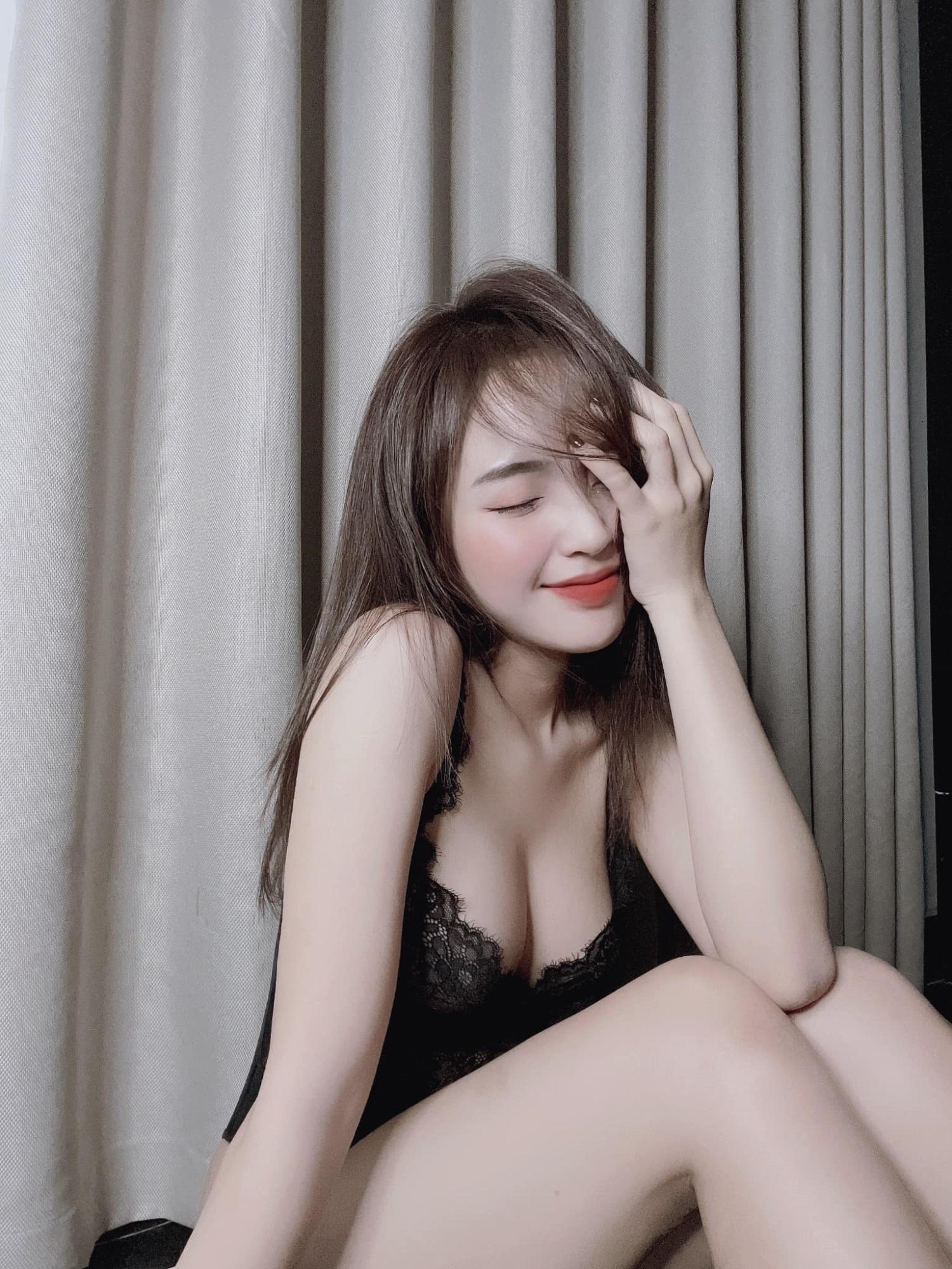 Nàng hotgirl Việt 'thả dáng' nửa kín nửa hở trước ống kính, đốn tin dân mạng sau nghi vấn lộ clip nhạy cảm - Ảnh 7