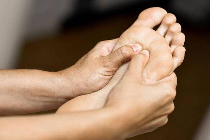 Nhìn bàn chân đoán bệnh: Có 4 điểm bất thường trên bàn chân, cần đi khám thận khẩn cấp - Ảnh 1