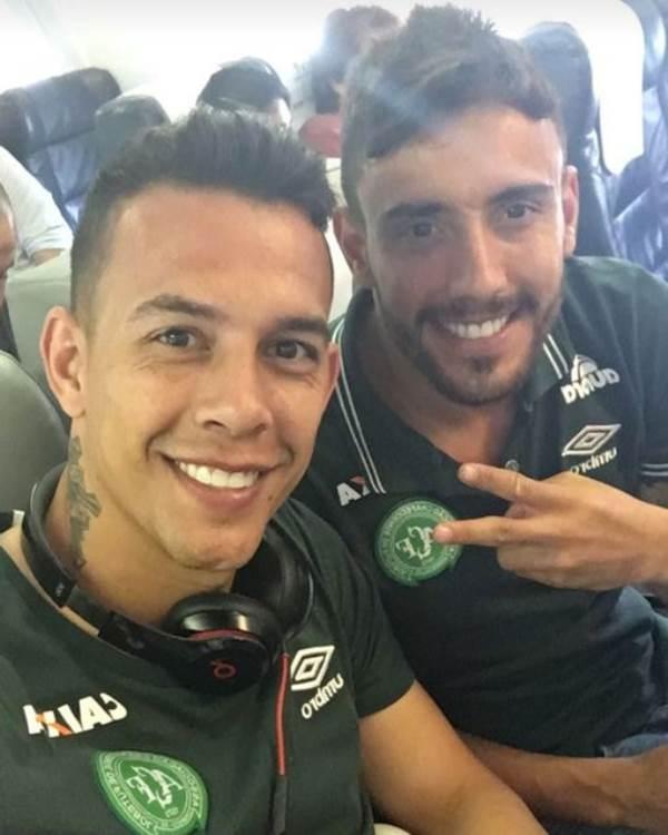 Ngồi cạnh nhau, 2 cầu thủ đội bóng đá Brazil may mắn thoát chết trong vụ tai nạn máy bay - Ảnh 2
